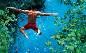 Cliff-Diving-in-Jamaica